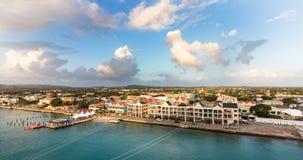 Visualizzazione panoramica della porta di Kralendijk, il Bonaire fotografie stock libere da diritti