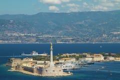 Visualizzazione scenica del porto italiano di Messina Immagine Stock