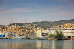 Visualizzazione sopra porto italiano di Genova fotografia stock