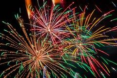 Visualizzazione variopinta dei fuochi d'artificio Fotografia Stock