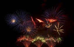 Visualizzazione variopinta del fuoco d'artificio Immagine Stock Libera da Diritti