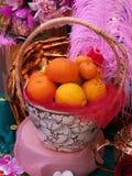 Visualizzi l'arancia nel canestro per il nuovo anno cinese, esposizione della decorazione, arancio nel mercato Fotografia Stock Libera da Diritti