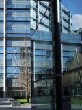 Visuele truc, moderne gebouwen en bezinningen Royalty-vrije Stock Foto's