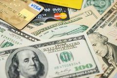 Visum och MasterCard kreditkortar och dollar Royaltyfri Fotografi
