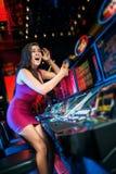 Vitória no slot machine Imagens de Stock Royalty Free
