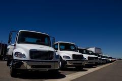 Vit åker lastbil på återförsäljaren ingen teckning Royaltyfri Foto