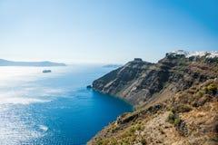 Vit arkitektur på den Santorini ön, Grekland Royaltyfri Bild