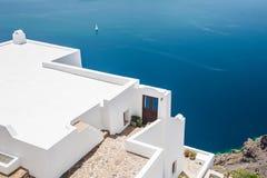 Vit arkitektur på den Santorini ön, Grekland arkivbild