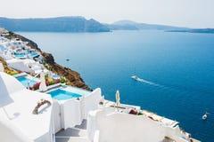 Vit arkitektur på den Santorini ön, Grekland Arkivfoton