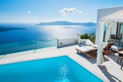 Vit arkitektur på den Santorini ön, Grekland Fotografering för Bildbyråer