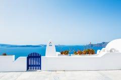 Vit arkitektur på den Santorini ön, Grekland Arkivbilder