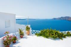 Vit arkitektur på den Santorini ön, Grekland Royaltyfria Foton