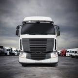 Vit artikulerad lastbil framförande 3d Royaltyfri Bild