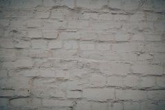 Vit bakgrund f?r tegelstenv?gg i lantligt rum royaltyfri fotografi