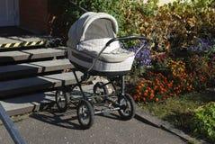 Vit barnvagn Fotografering för Bildbyråer