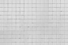 Vit belagd med tegel vägg Arkivbild