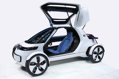 Vit bil av framtiden Arkivfoto