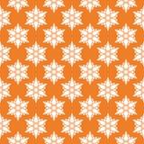 Vit blom- sömlös modell på orange bakgrund Arkivbilder