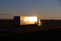 Vit BORTTAGEN Halv-lastbil TECKNING Royaltyfria Foton
