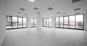 Vit brandnew interior av kontoret Royaltyfri Bild