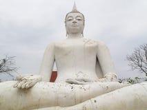 Vit Buddha i det Lopburi landskapet Royaltyfri Fotografi