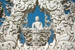 Vit buddha staty, Wat Rong Khun, Thailand Arkivbilder
