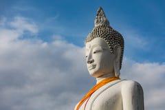 Vit Buddha, Wat Yai Chai Mongkhon In Ayutthaya landskap Arkivbilder