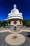 Vit Buddhastaty i Nha Trang, Vietnam Arkivbild
