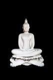 Vit Buddhastaty på svart bakgrund med den snabba banan Isolator Arkivbilder