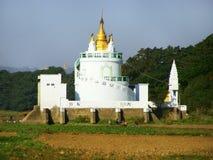 Vit buddistisk tempel, Amarapura, Myanmar Arkivfoto