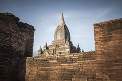 Vit buddistisk tempel, Bagan stad, Myanmar, Burma Royaltyfria Bilder