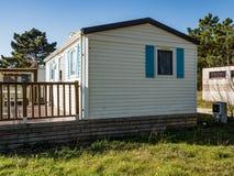Vit bungalow arkivfoton