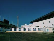 Vit byggnad för stadion Royaltyfria Foton