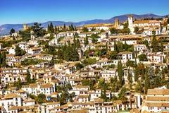 Vit byggnadsCityscape Albaicin Carrera Del Darro Granada Spain Arkivfoton