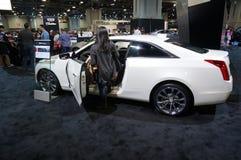Vit Cadillac lyxbil Royaltyfri Foto