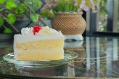 Vit chokladcake Royaltyfri Bild