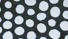 Vit cirkel i svart färgmatta, filttexturbakgrund, klart forReady för produktskärmmontage Arkivbild
