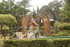 Vit cykel Royaltyfri Bild