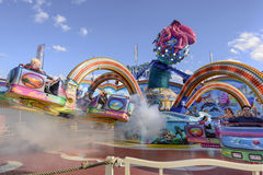 Vit dunst, i att rulla den octopussy karusellen på Oktoberfest, Stu Royaltyfria Foton