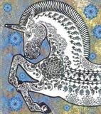 Vit enhörning på guld- sjaskig bakgrund Royaltyfri Fotografi