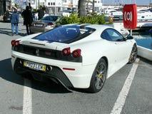Vit färg Ferrari 430 Scuderia på söder av Spanien Royaltyfria Bilder
