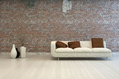 Vit förälskelse Seat med bruntkuddar på vardagsrum Arkivbild