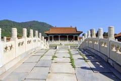Vit för hålsten för marmor tre bro i de östliga kungliga gravvalven Arkivfoto