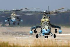 VIT för Mil Mi-24 57 av ryskt flygvapen på den Kubinka flygvapengrunden Arkivfoto