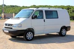 Vit för passerande för Volkswagen biltransport T4 2001 Fotografering för Bildbyråer
