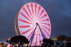 Vit Ferris Wheel - som är röd och Arkivfoton