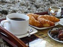 Vit frukost för kopp kaffegiffelbegrepp Arkivfoton