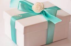 Vit gåvapacke Fotografering för Bildbyråer