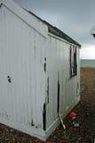 Vit gammal strandkoja Royaltyfria Bilder
