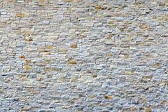 Vit gammal tegelstenvägg Arkivbilder